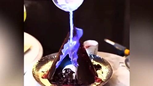 这样吃巧克力甜点实在太有仪式感了