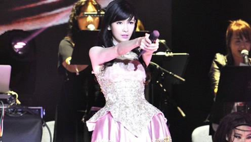 51岁的周慧敏开演唱会   一露面观众都惊到了   美如十八岁少女!