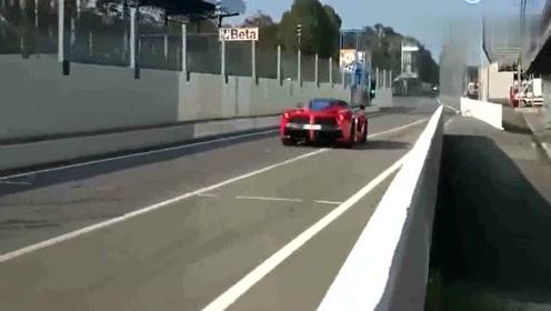 法拉利跑车经过高速收费站,十秒钟后全是尴尬!