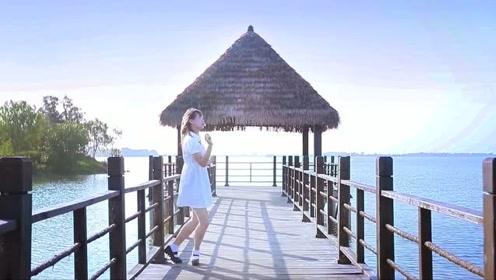 清纯唯美的小姐姐秀宅舞,海天一色更显气质绝佳