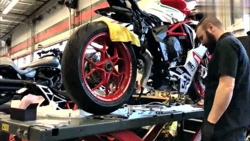 奥古斯塔摩托车开箱组装,最后拧下油门,才是体现价值的时刻