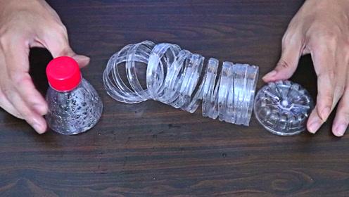 袜子多衣架少?把改造好的塑料瓶粘到衣架上,轻松解决问题