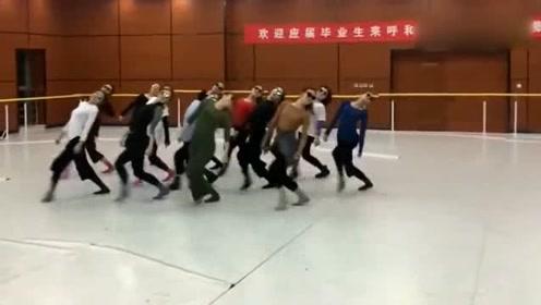 当神曲遇上蒙古舞,这节奏简直不要太爽,超赞的一段舞蹈