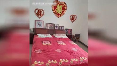 岳云鹏河南老家婚房照流出 没有结婚照只有一张和李健的合影