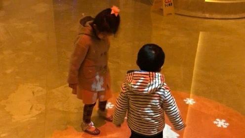汪小菲晒儿女近照 小玥儿和弟弟罕见同框