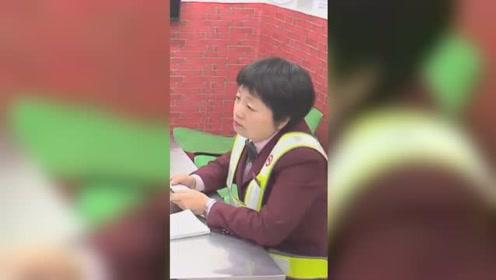 """汉语日语无缝切换 ,上海地铁这位""""双语""""阿姨火了"""