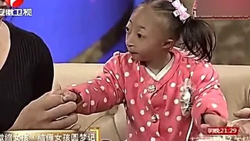 四岁袖珍微缩女孩,一出场掌声不断,看着心疼啊