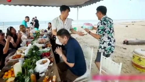吴尊当着岳父岳母的面与妻子甜蜜亲吻  岳父竖起大拇指点赞吴尊