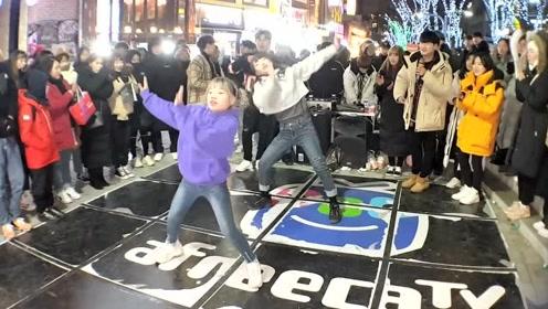 韩国弘大街头舞蹈公演,两个小可爱跳的好棒啊!