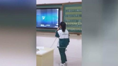 敢唱韩红这首歌的人不多了,小学生竟然唱出百万音响的感觉!