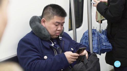 换3种交通工具,坐27站地铁、日行180公里···上个班,年轻人有多拼?
