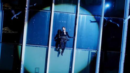 张靓颖不愧是拼命三娘,吊钢丝在70米高楼外开唱,看得我腿都软了!