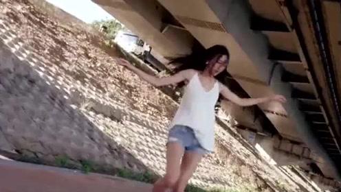 韩国滑板女神高孝周,滑板上翩翩起舞,太美了!