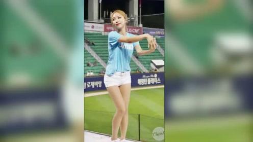 长腿啦啦队热情舞蹈,举手抬足尽显女神风范
