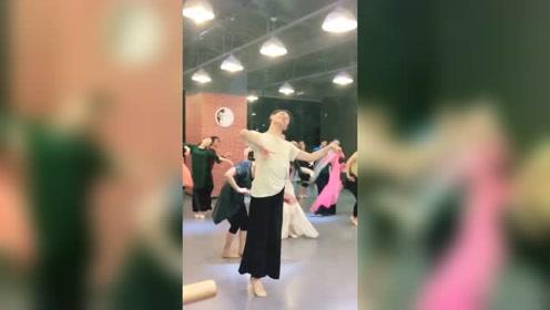 孙科舞蹈,三月春风无限好,气质拿捏到位文艺范的柔美