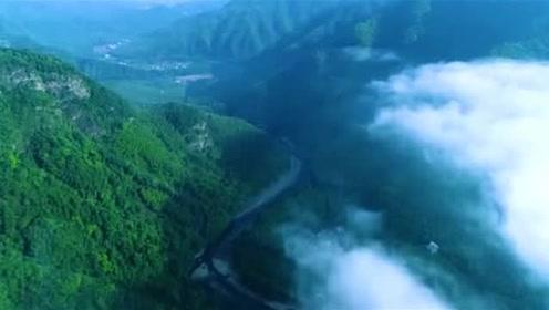 高清航拍,穿透云海,欣赏安徽宣城泾县月亮湾大美风景!