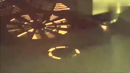 机械美感:堪比光速的速度,激光切割过程优雅展示