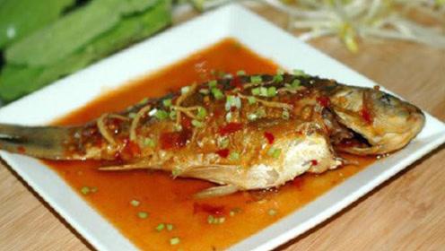 煎鱼是掌握两个小技巧 煎出来的鱼完整不破皮