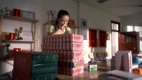 何以琛表面对默笙冷漠,背地里却偷偷给她送药,实在是太腹黑了!