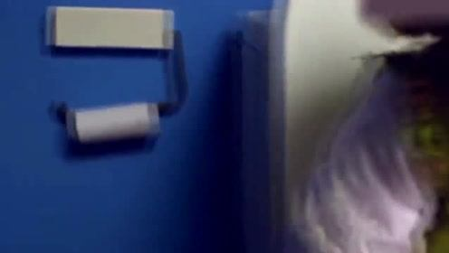 女孩被困卫生间,爸爸奶奶还没听见,姑娘蒙了!