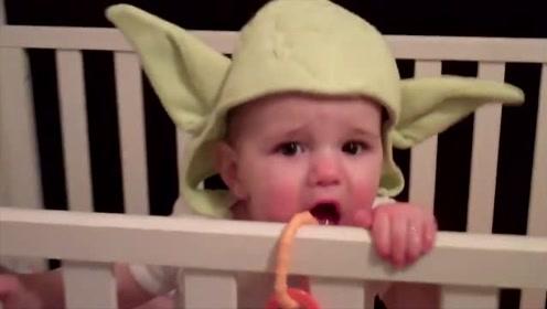 爸爸去看小宝宝有没有按时睡觉,进门一看,宝宝这模样太可爱了