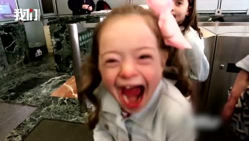 """9岁自闭症女孩对收银员说""""我爱你""""男主播暖心报道收获女孩熊抱"""