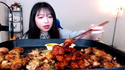 韩国美女深夜吃播烤肉和鸡蛋,还没睡的你要不要一起来尝尝?