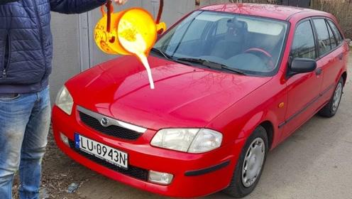 脑洞老外:将1100度熔铜直接倒在红色轿车上,网友看着都心疼