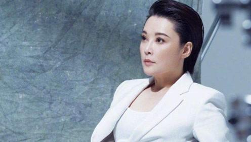 袁立微博宣布结婚 并晒出与老公甜蜜亲吻照!