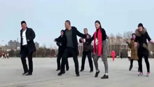 广场舞《冬天里的一把火DJ》,自由自在的舞步,跳舞跳到嗨起来!