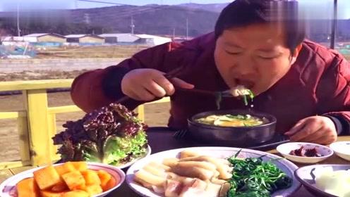 韩国农村家庭吃播小哥,好多种菜,看着好丰盛!