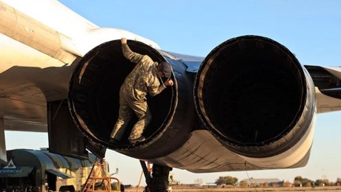 比原子弹还宝贵?300吨飞机被推向12000公里外:一颗螺丝都不卖
