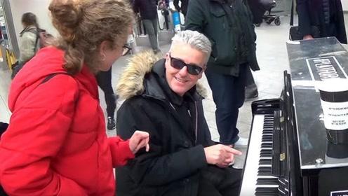街头偶遇钢琴家,本以为是个青铜,没想到竟然是王者!