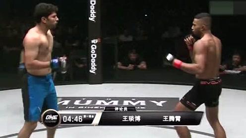 ONE冠军赛 米娜对战可汗,双方互有攻守