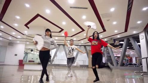 NANA:养眼的三个小姐姐齐舞中国风舞蹈《寄明月》