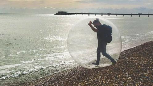 把自己装在球里去海上漂流,险些缺氧窒息,网友:控制人口新方法