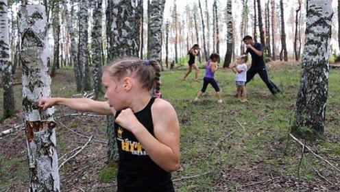 """30秒打出298拳!当年这位11岁俄罗斯少女堪称""""战斗狂人"""",如今怎样?"""