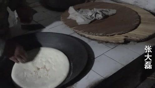 河南农村大叔做传统美食,麦秸炕大馍,口味独特,方圆百里来预定