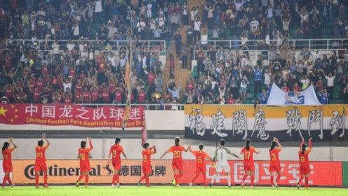 8868人现场见证,中国女足再夺一冠,赛后手拉手谢场球迷!