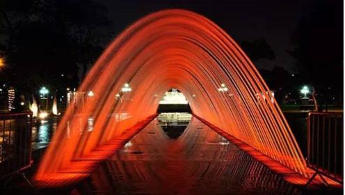 给这创意跪了!秘鲁的梦幻隧道自带感应喷泉画面引起极度舒适