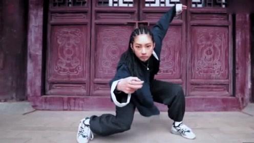 帅翻了!这位妹子在舞蹈中融入了中国醉拳