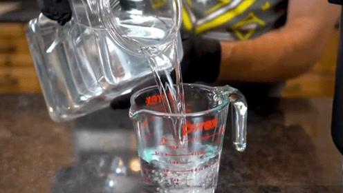 为什么船员渴死也不喝海水?老外将海水蒸馏干净,沉淀物让人惊讶
