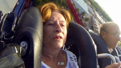 带71岁老母亲坐过山车,61米还带垂直下降,老外这孝心有点猛
