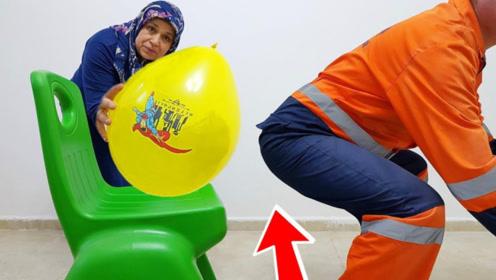 老太惩罚老伴儿偷吃糖,用巨大水气球给老头教训,还敢不?