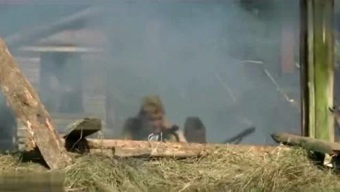 绝版二战影片:苏军袭击德军敌营,请出大炮,一阵狂轰,打惨纳粹