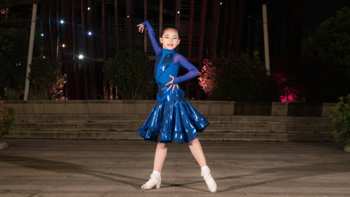 少儿拉丁舞《舞蹈串烧》,可爱的宝宝表现力真强!美极了!