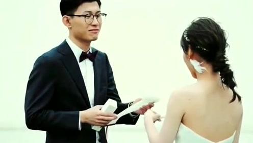 正在进行的婚礼,新郎转身看到新娘的瞬间,太让人羡慕了!
