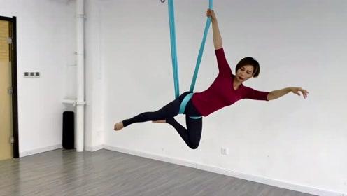 29岁时尚辣妈练空中瑜伽1年瘦身28斤,4年教500人