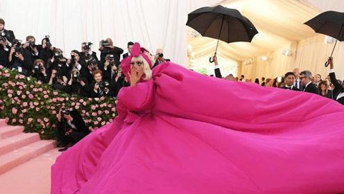 芭比粉礼服很难穿?章子怡范冰冰肯豆泫雅大混战赢家却是她!