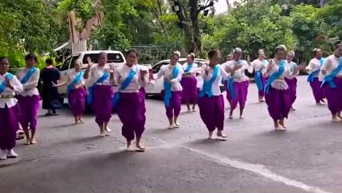 广场舞《十里送红军》优美的舞蹈,欢快又活泼,一起来跳舞吧!